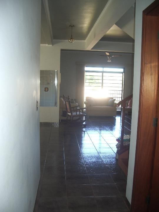 Alugar Casa / Padrão em Ribeirão Preto R$ 2.400,00 - Foto 1