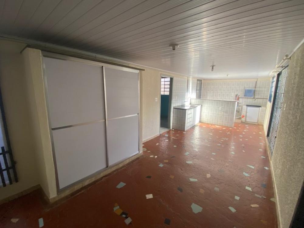 Alugar Casa / Padrão em Ribeirão Preto R$ 1.100,00 - Foto 10