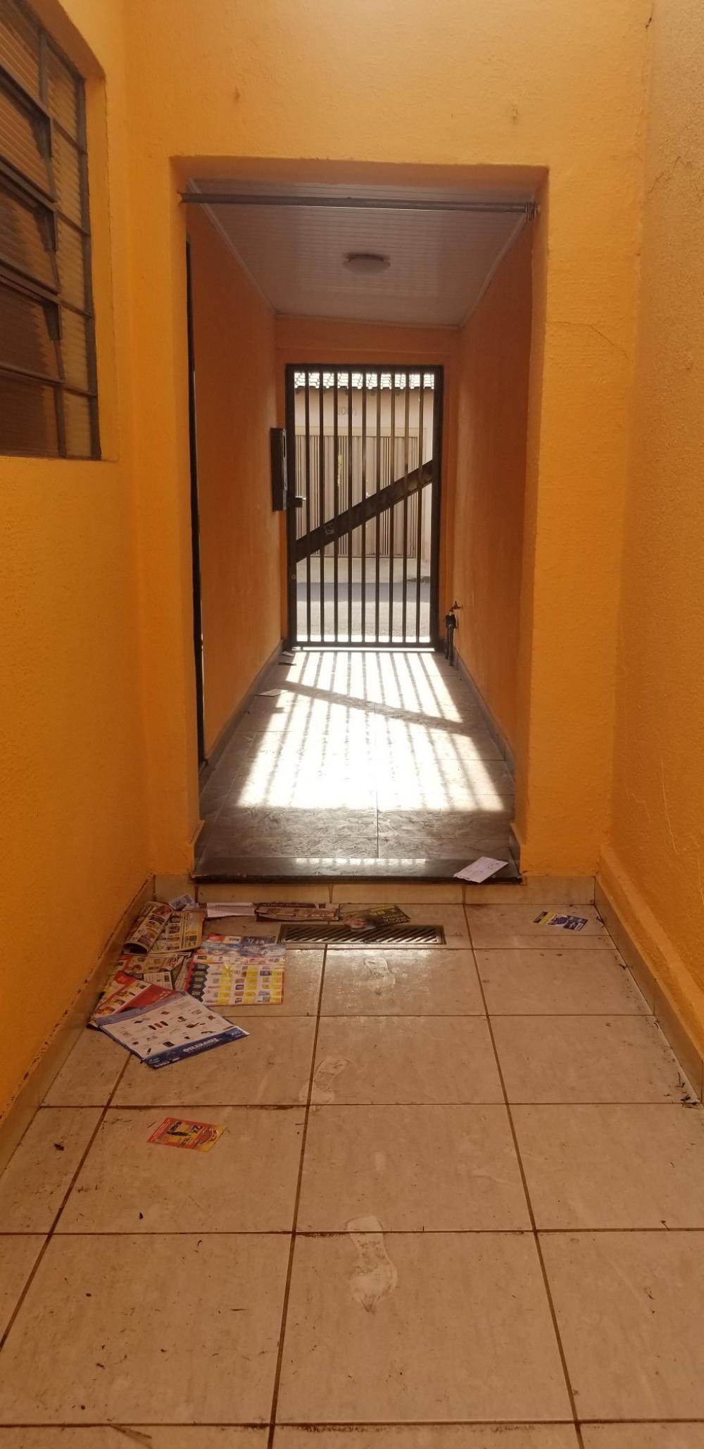 Alugar Casa / Padrão em Ribeirão Preto R$ 700,00 - Foto 3