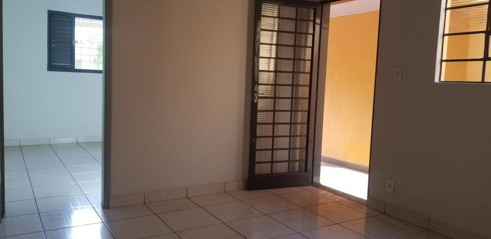Alugar Casa / Padrão em Ribeirão Preto R$ 700,00 - Foto 5
