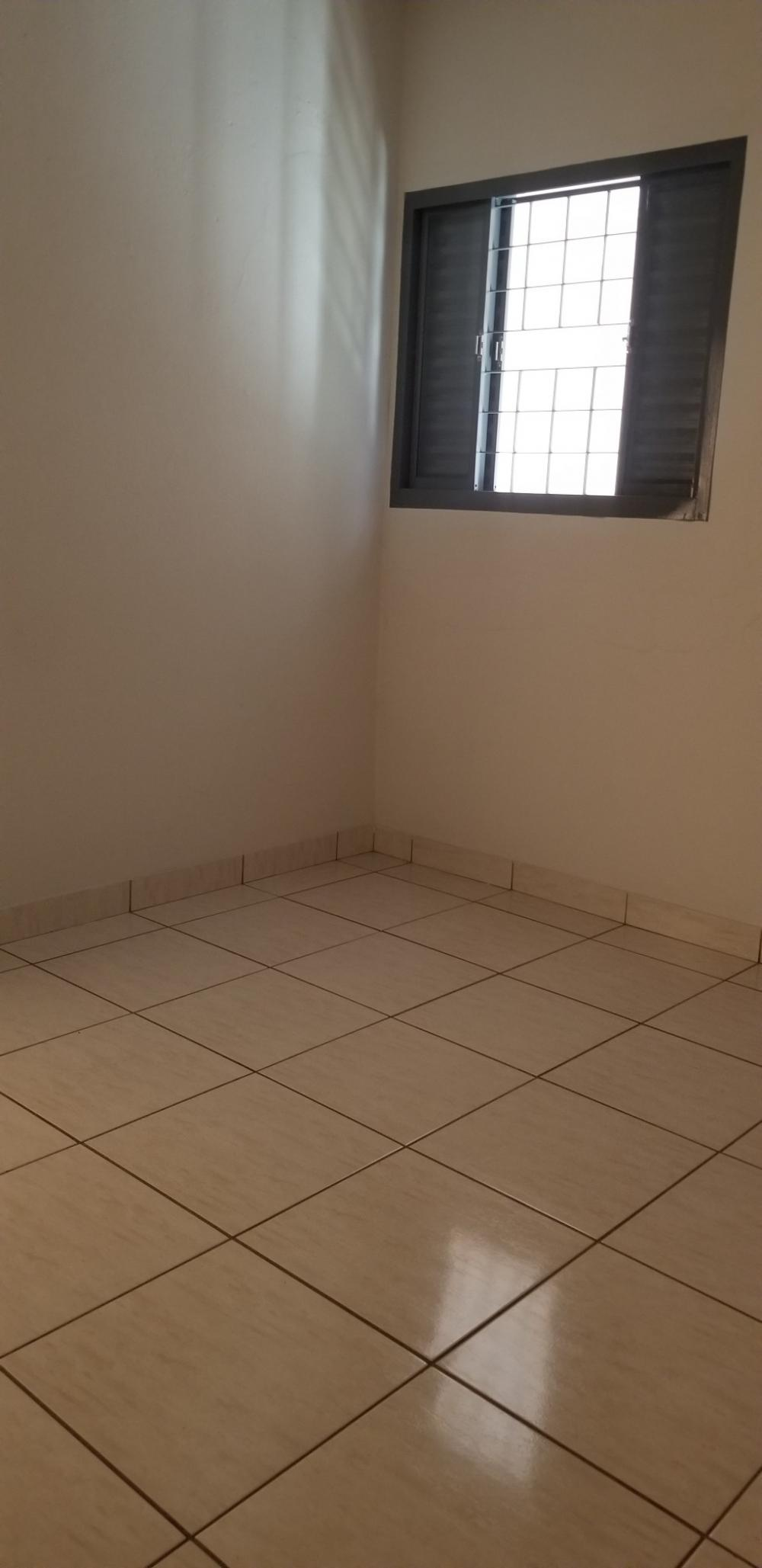 Alugar Casa / Padrão em Ribeirão Preto R$ 700,00 - Foto 12