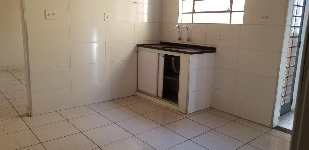 Alugar Casa / Padrão em Ribeirão Preto R$ 700,00 - Foto 13