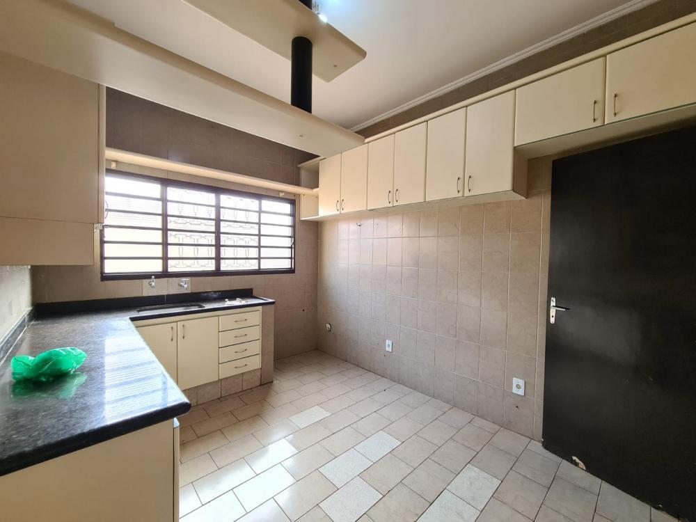 Alugar Casa / Padrão em Ribeirão Preto R$ 1.600,00 - Foto 10
