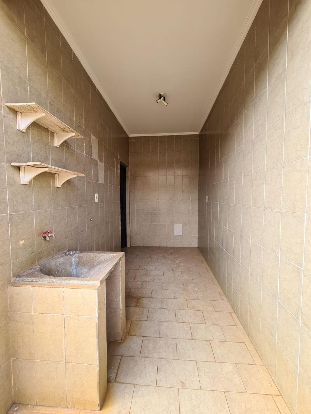 Alugar Casa / Padrão em Ribeirão Preto R$ 1.600,00 - Foto 13