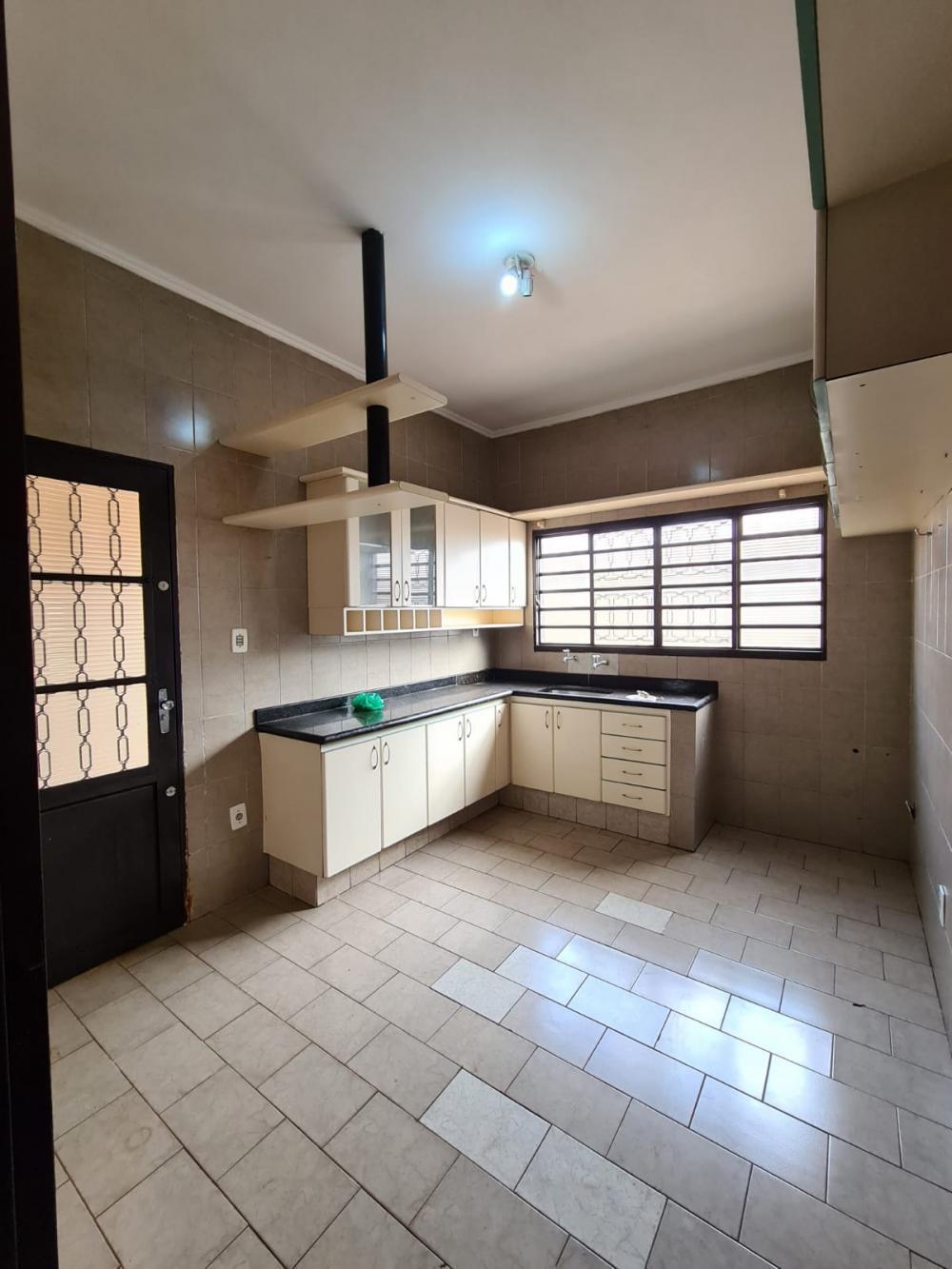 Alugar Casa / Padrão em Ribeirão Preto R$ 1.600,00 - Foto 14