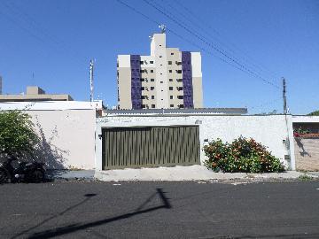Alugar Casa / Padrão em Ribeirão Preto. apenas R$ 2.000,00