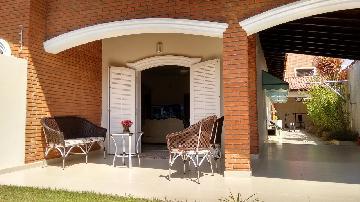 Alugar Casa / Padrão em Peruíbe. apenas R$ 1.100.000,00