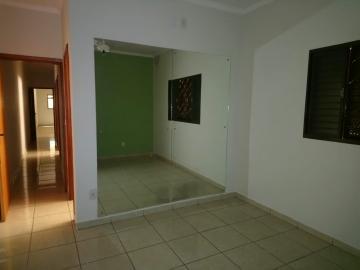 Alugar Casa / Padrão em Ribeirão Preto R$ 1.100,00 - Foto 6