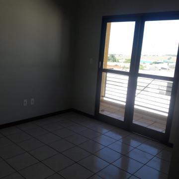 Alugar Apartamento / Padrão em Ribeirão Preto. apenas R$ 680,00