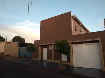 Alugar Casa / Padrão em Cravinhos. apenas R$ 480.000,00