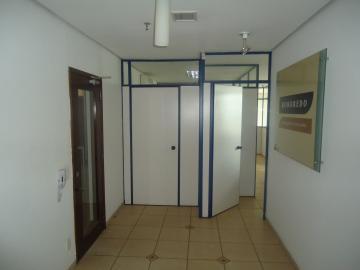 Comercial / Sala em Ribeirão Preto Alugar por R$2.200,00