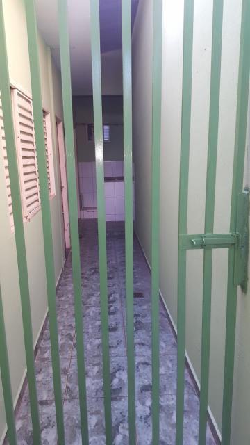 Alugar Casa / Padrão em Ribeirão Preto. apenas R$ 650,00