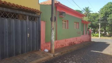 Casa / Padrão em Ribeirão Preto Alugar por R$1.800,00