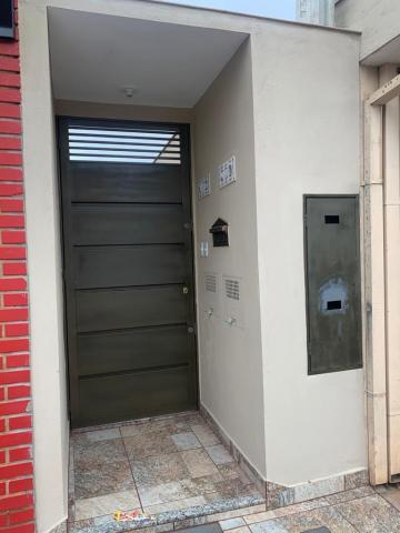 Casa / Padrão em Ribeirão Preto Alugar por R$950,00