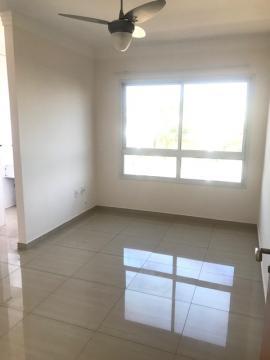 Apartamento / Padrão em Ribeirão Preto Alugar por R$1.010,00