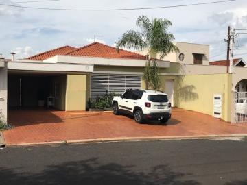 Casa / Padrão em Ribeirão Preto Alugar por R$2.600,00