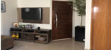 Alugar Casa / Condomínio em Cravinhos. apenas R$ 750.000,00
