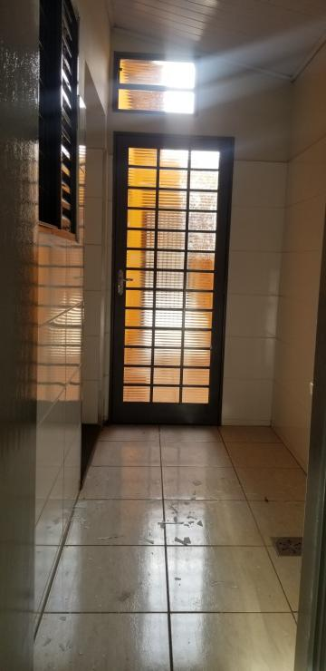 Alugar Casa / Padrão em Ribeirão Preto R$ 700,00 - Foto 18