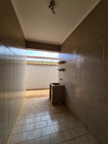 Alugar Casa / Padrão em Ribeirão Preto R$ 1.600,00 - Foto 12